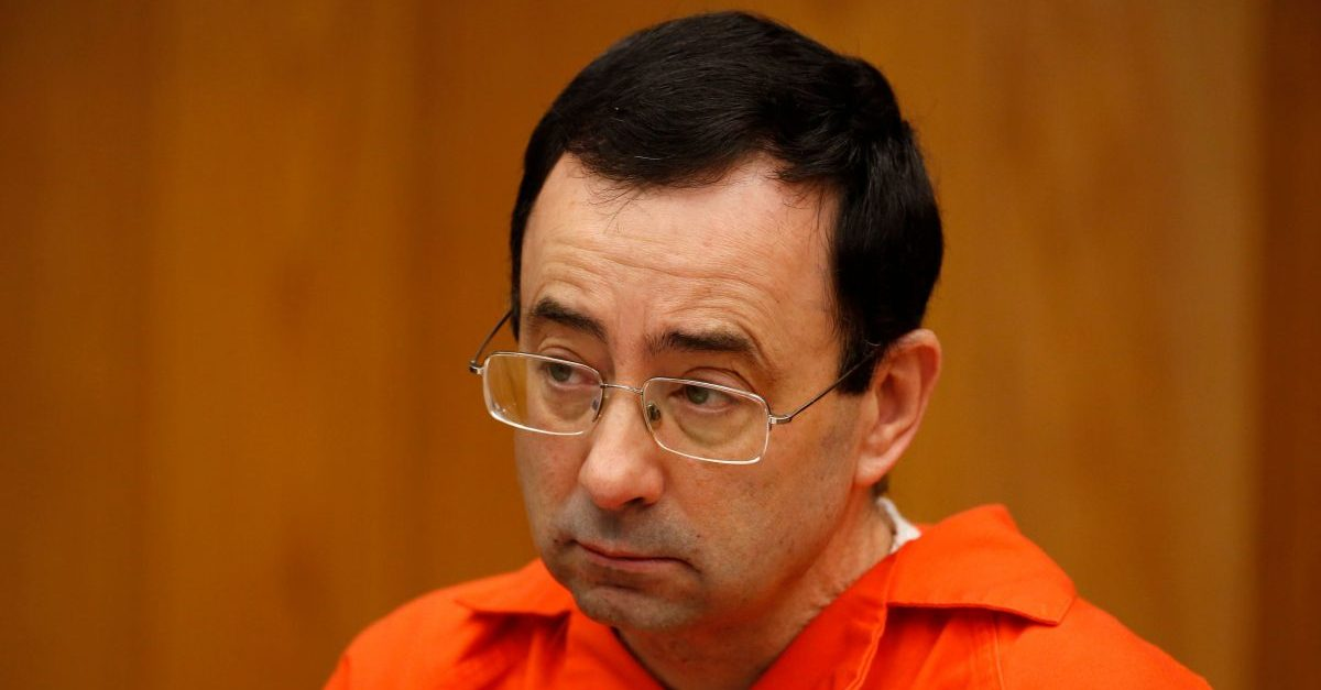 Former Michigan State University and USA Gymnastics doctor Larry Nassar listens during the sentencing phase in Eaton, County Circuit Court on January 31, 2018 in Charlotte, Michigan. The number of identified sexual abuse victims of former USA Gymnastics doctor Larry Nassar has grown to 265, a Michigan judge announced Wednesday as a final sentencing hearing commenced. Prosecutors said at least 65 victims were to confront Nassar in court, in the last of three sentencing hearings for the disgraced doctor who molested young girls and women for two decades in the guise of medical treatment. / AFP PHOTO / JEFF KOWALSKY