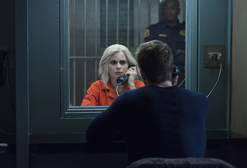 """iZombie -- """"The Hurt Stalker"""" -- Image Number: ZMB208b_0288.jpg -- Pictured (L-R): Rose McIver as Liv and Robert Buckley as Major (back to camera) -- Photo: Diyah Pera/The CW -- © 2015 The CW Network, LLC. All rights reserved."""
