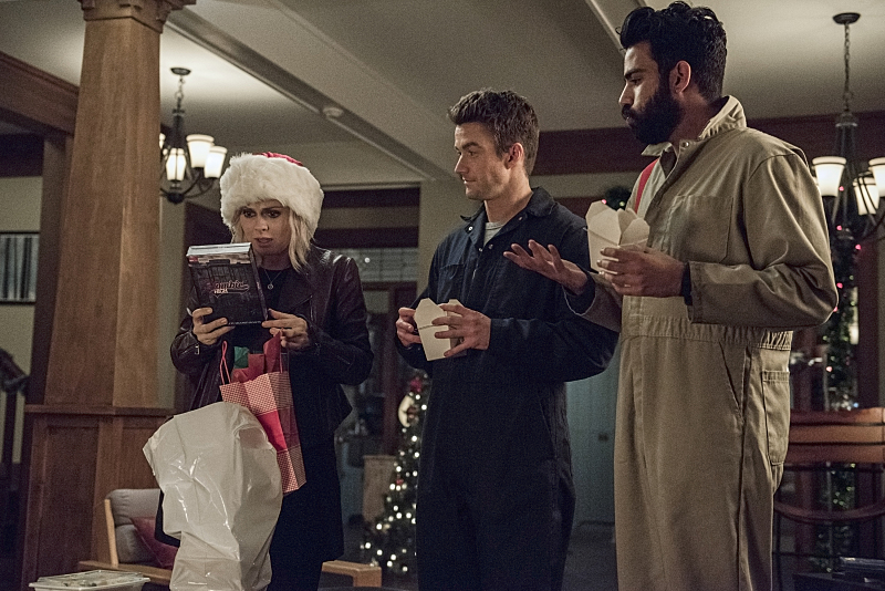 """iZombie -- """"Method Head"""" -- Image Number: ZMB210a_0239.jpg -- Pictured (L-R): Rose McIver as Liv, Robert Buckley as Major and Rahul Kohli as Ravi -- Photo: Cate Cameron/The CW -- © 2015 The CW Network, LLC. All rights reserved."""