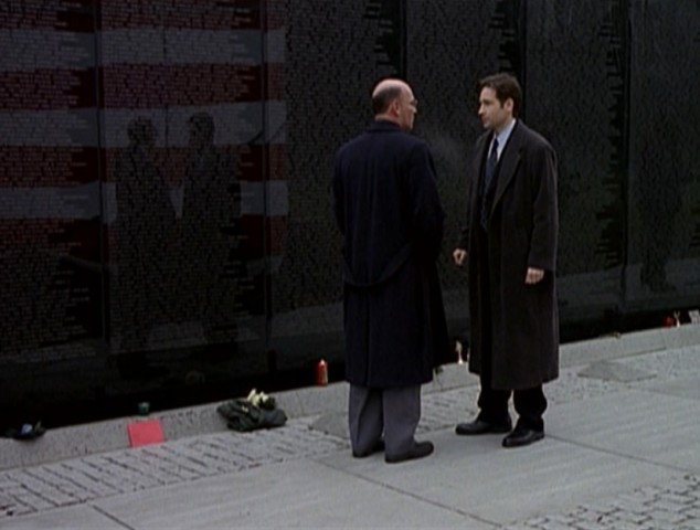 Mulder and Skinner at the memorial