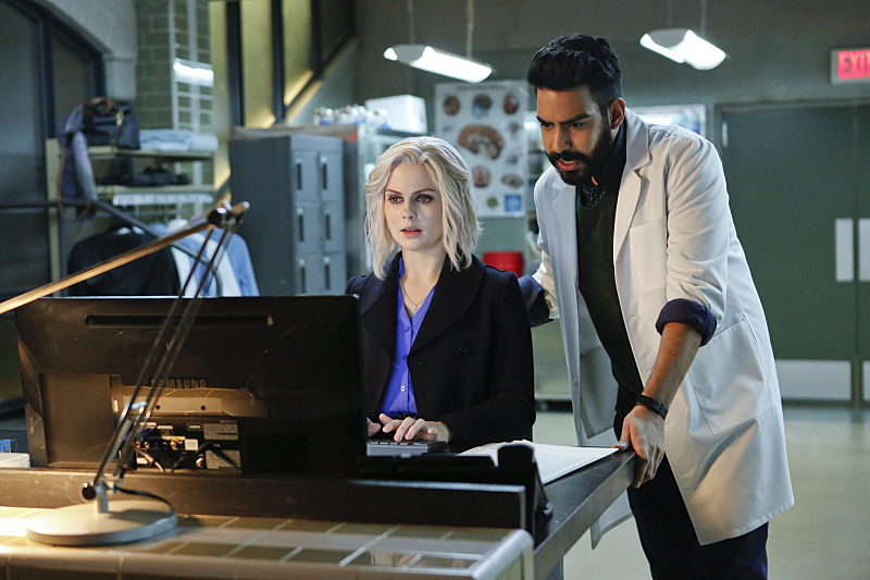 """iZombie -- """"Physician, Heal Thy Selfie"""" -- Image Number: ZMB212a_032.jpg -- Pictured (L-R): Rose McIver as Liv and Rahul Kohli as Ravi -- Photo: Bettina Strauss/The CW -- © 2016 The CW Network, LLC. All rights reserved."""