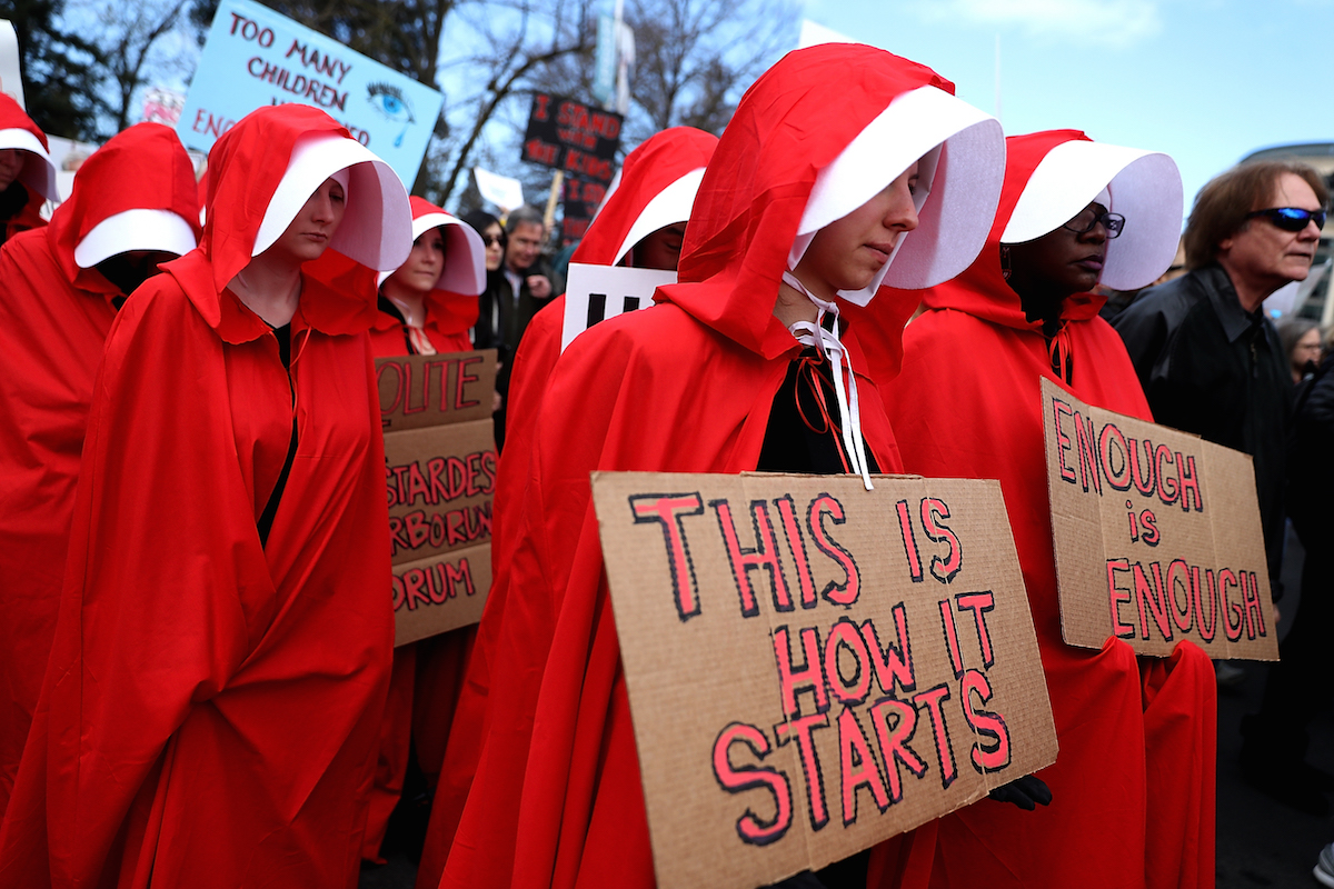 handmaid's tale, protest, robes, costume, planned parenthood