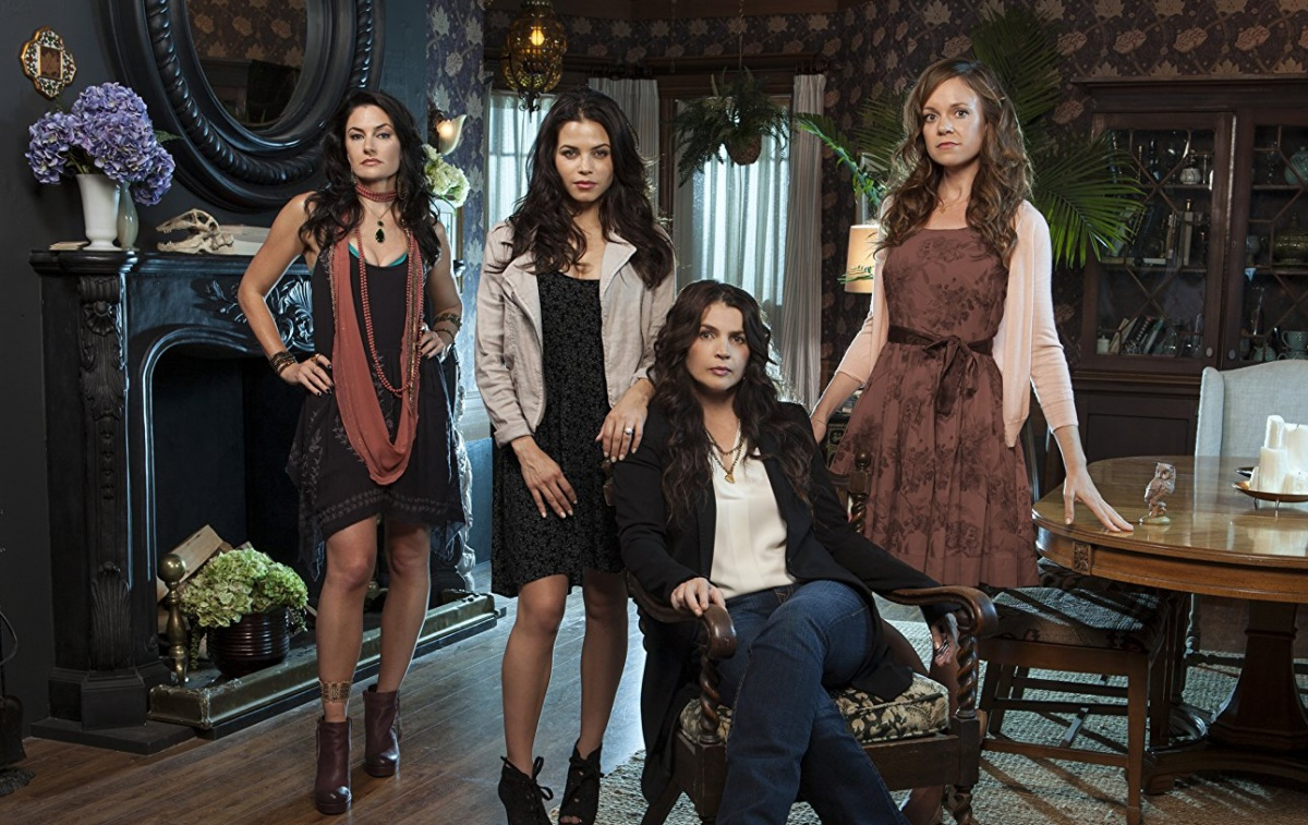 Julia Ormond, Mädchen Amick, Rachel Boston, and Jenna Dewan in Witches of East End (2013)