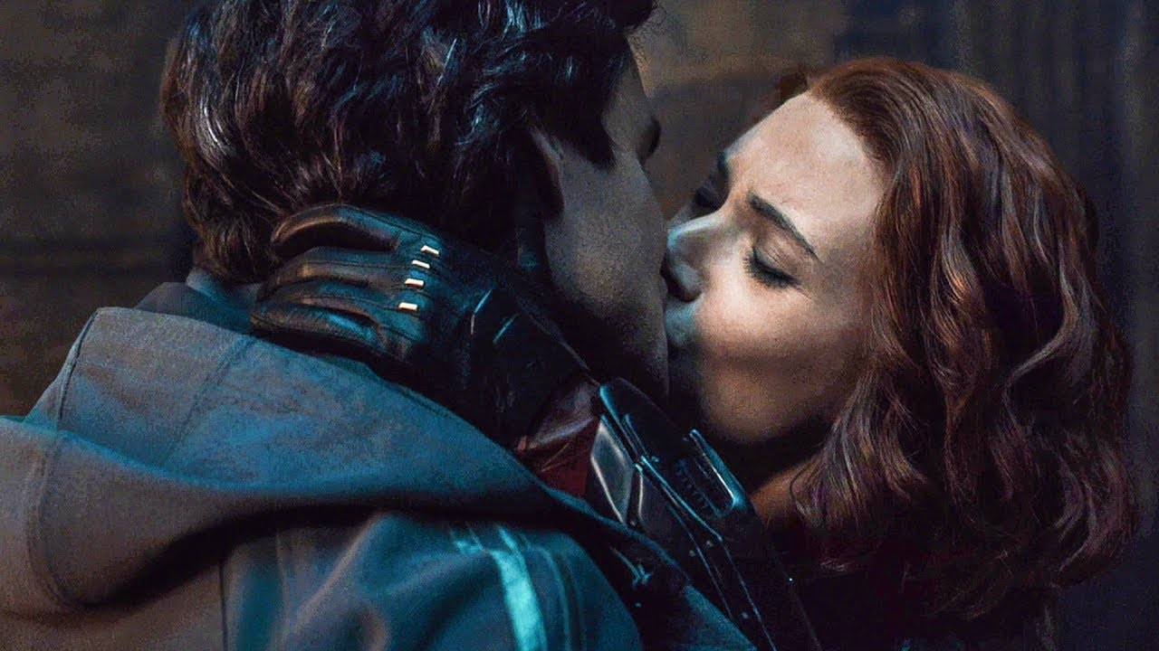 Bruce Banner and Natasha Romanoff kiss Age of Ultron
