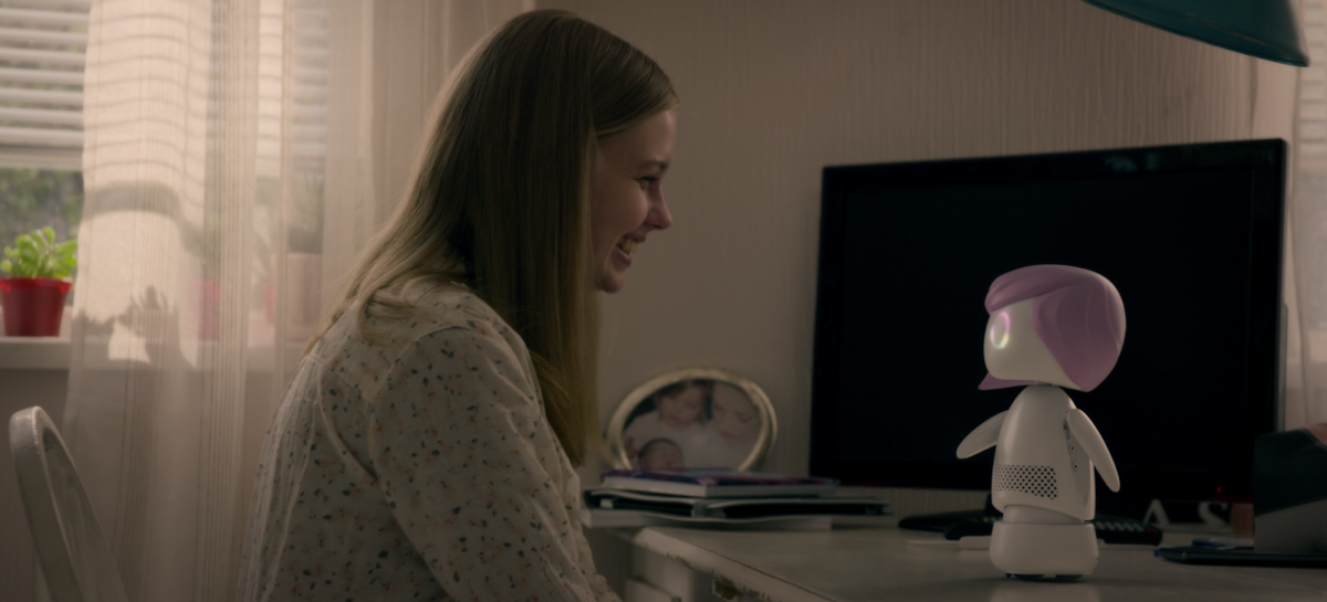 Angourie Rice talks to robot Miley Cyrus in Rachel, Jack and Ashley Too.