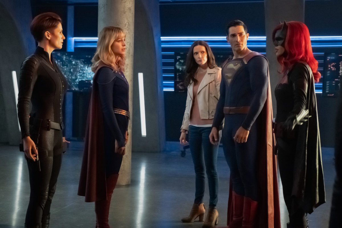 "Supergirl -- ""Crisis on Infinite Earths: Part One"" -- Image Number: SPG509b_0093r.jpg -- Pictured (L-R): Chyler Leigh as Alex Danvers, Melissa Benoist as Kara/Supergirl, Elizabeth Tulloch as Lois Lane, Tyler Hoechlin as Clark Kent/Superman and Ruby Rose as Kate Kane/Batwoman -- Photo: Katie Yu/The CW -- © 2019 The CW Network, LLC. All Rights Reserved."