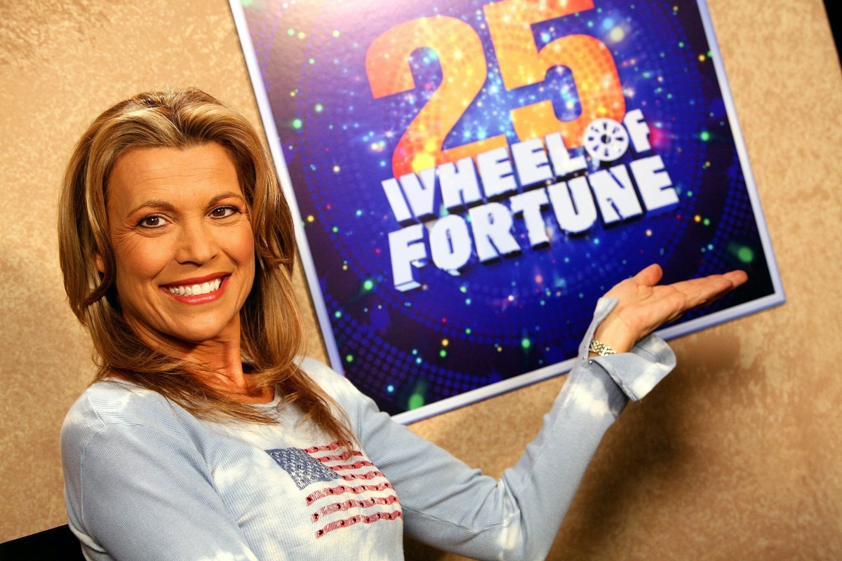 """'Wheel Of Fortune' Celebrity Week - Press Room NEW YORK - SEPTEMBER 29: Co-host Vanna White poses for photos in the press room for the television game show """"Wheel Of Fortune"""" at Radio City Music Hall on September 29, 2007 in New York City. (Photo by Astrid Stawiarz/Getty Images)"""