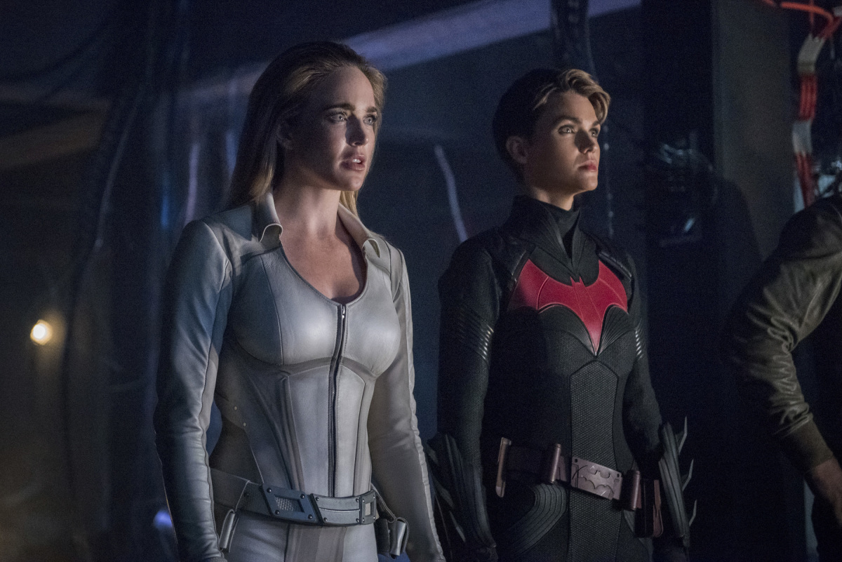 """Arrow -- """"Crisis on Infinite Earths: Part Four"""" -- Image Number: AR808B_0131r.jpg -- Pictured (L-R): Caity Lotz as Sara Lance/White Canary and Ruby Rose as Kate Kane/Batwoman -- Photo: Dean Buscher/The CW -- © 2019 The CW Network, LLC. All Rights Reserved."""