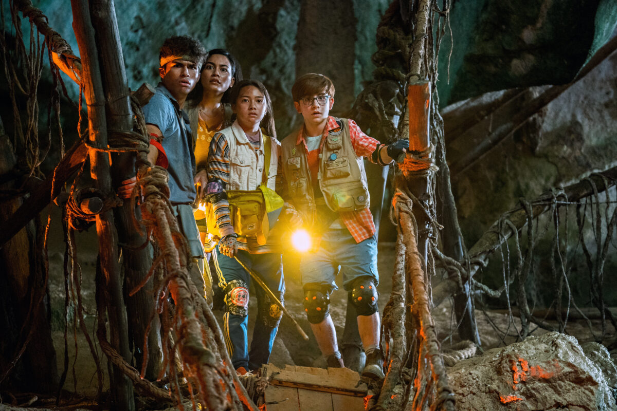 FINDING 'OHANA (L to R) ALEX AIONO as E, LINDSAY WATSON as HANA, KEA PEAHU as PILI, OWEN VACCARO as CASPER in FINDING 'OHANA. Cr. JENNIFER ROSE CLASEN/NETFLIX © 2021