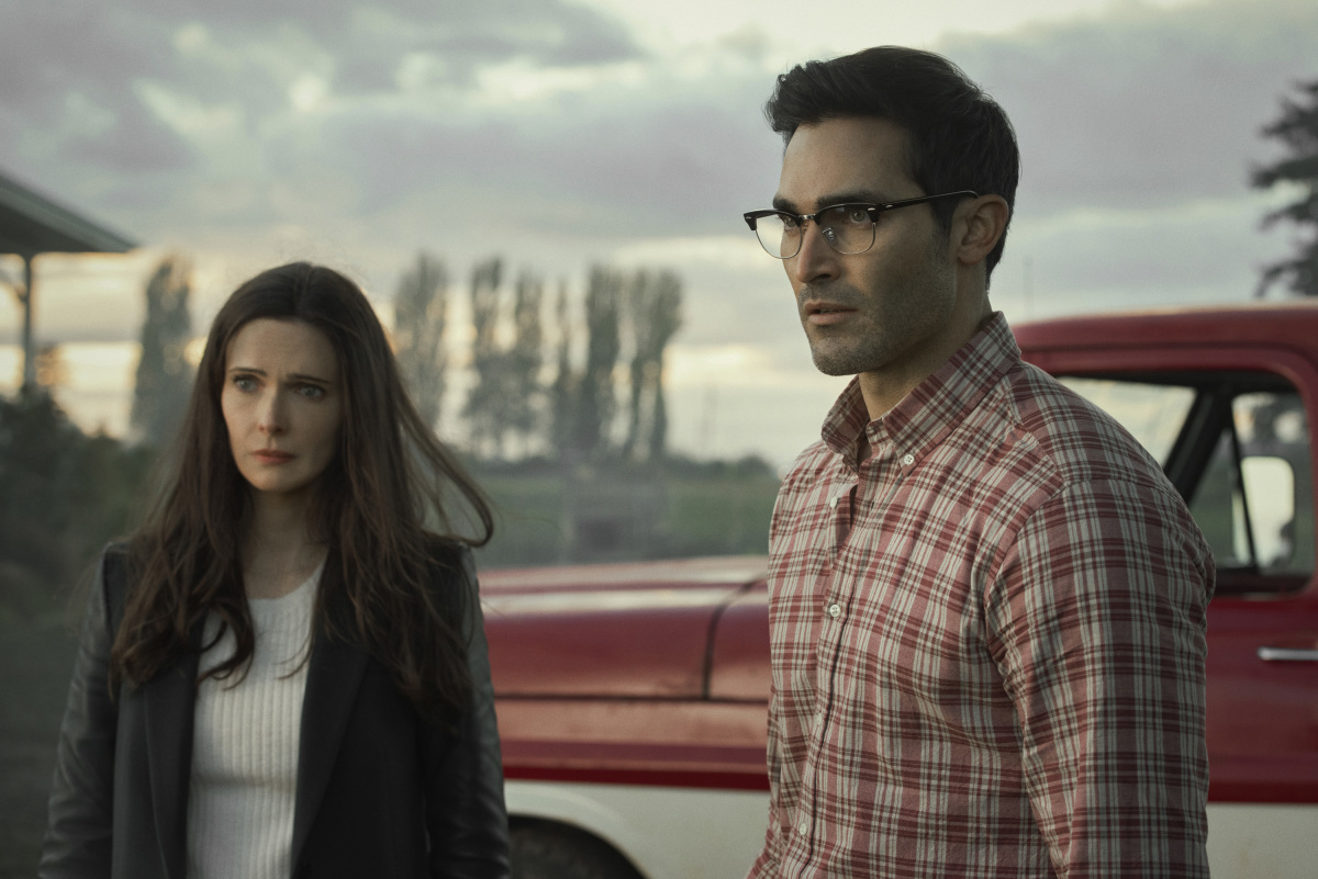 "Superman & Lois -- ""Pilot"" -- Image Number: SML101a_0435r2.jpg -- Pictured (L-R): Bitsie Tulloch as Lois Lane and Tyler Hoechlin as Clark Kent -- Photo: Dean Buscher/The CW -- © 2021 The CW Network, LLC. All Rights Reserved."