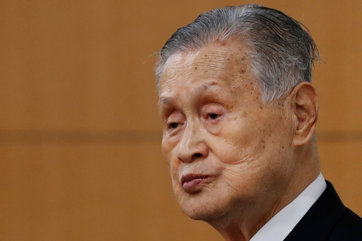 Yoshiro Mori of the Japanese Olympic Committee apologizes for sexist remarks.