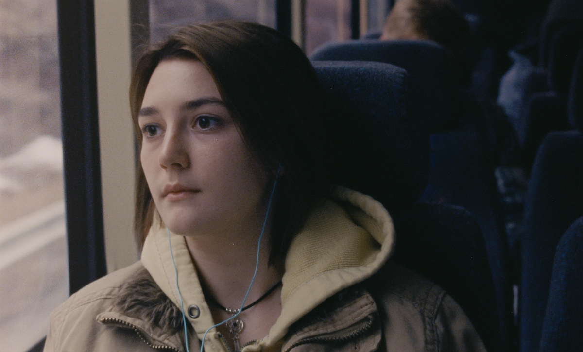 Sidney Flanigan as Autumn in NEVER RARELY SOMETIMES ALWAYS, sits on a bus staring out the window.
