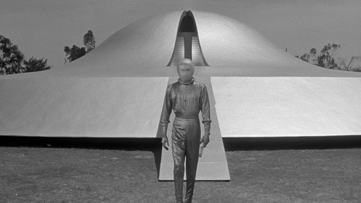 "an alien exits a space ship in ""the day the earth stood still"""